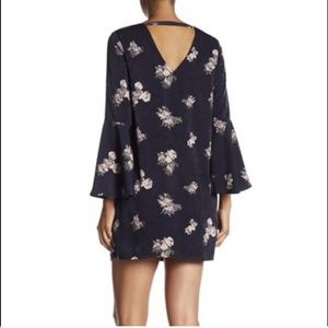19 Cooper Bell Sleeve Shift Floral Dress in Medium